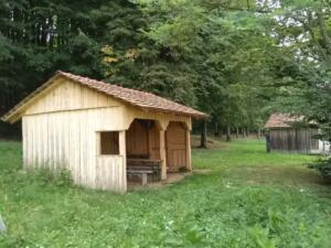 Versorgungshütte zwischen Hütte 4 und 5